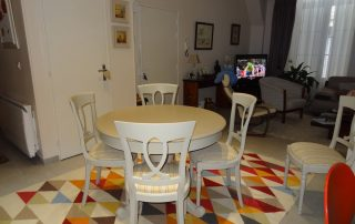 Salon merisier table ronde