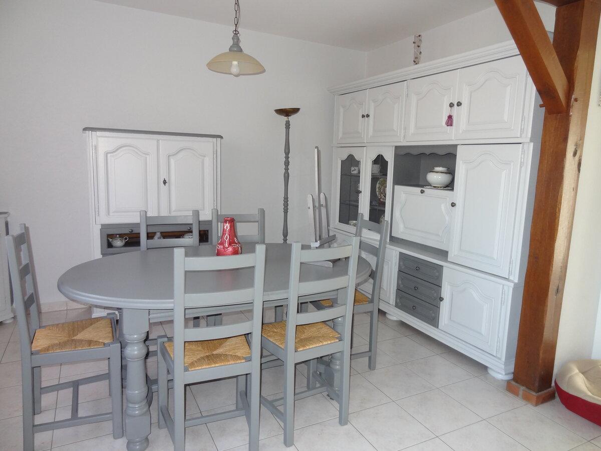 Vaisselier et salle à manger