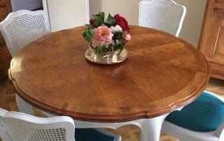 Relooking table et chaises à Orléans